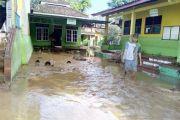 Hujan Deras Air di Sungai Plumbon dan Sungai Bringin Meluap